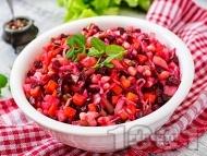 Руска салата с кисело зеле, бял боб от консерва, мариновано червено цвекло и чесън